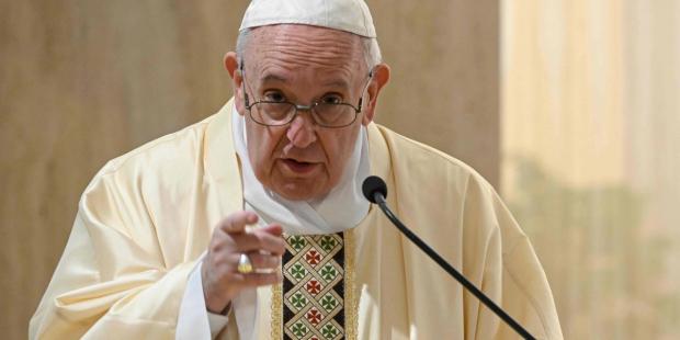 البابا فرنسيس يُحذّر من إعطاء الأولية في لقاح فيروس كورونا للأغنياء