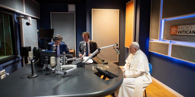 البابا يدعو وسائل الإعلام الفاتيكانية إلى الحريّة والإبداع